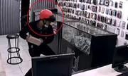 Video: 4 tên cướp tấn công cửa hàng điện thoại