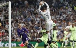 Video: Ronaldo dùng tay ném bóng vào lưới Man City
