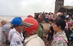 Nam Định: Gặp sóng lớn khi tắm biển, 3 nam sinh mất tích
