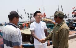 Tuấn Hưng quyên góp hơn 300 triệu đồng ủng hộ ngư dân Hà Tĩnh