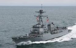 """Trung Quốc """"nóng mặt"""" khi Mỹ đưa tàu áp sát đá Chữ Thập"""