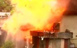 Video: Nhiều bình ga phát nổ, phá hủy 50 căn nhà ở Ấn Độ