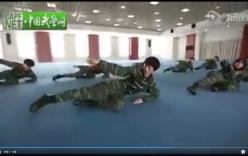 Cách nữ quân nhân Trung Quốc sử dụng dao găm