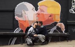 Tranh Putin hôn môi Donald Trump gây sốt cộng đồng mạng