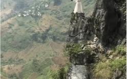 Cô dâu đứng chênh vênh trên mỏm đá chụp ảnh cưới ở Hà Giang