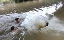 Nghệ An: Ba anh em chết đuối thương tâm