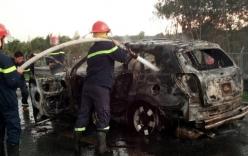 Xe Chevrolet 7 chỗ cháy rụi trên cao tốc TP.HCM - Trung Lương