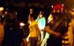 Hai phụ nữ bị chặn đầu xe, đâm gục trên đường