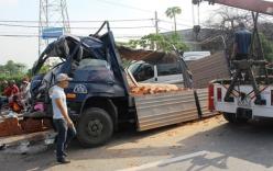 Tai nạn giao thông, xe tải chở gạch lao vào đuôi xe khách