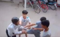 Video: Trộm xe máy bất thành, nam thanh niên bị quây đánh hội đồng