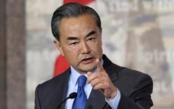 Video: Ngoại trưởng Trung Quốc cáu gắt khi bị phóng viên hỏi ở Canada
