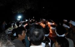 Bắc Ninh: Sửa cầu ra lồng cá, 5 người tử vong do điện giật