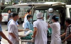 Chồng cũ lao vào bệnh viện khống chế, tưới xăng đốt vợ