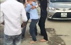 Video: 2 tài xế taxi rượt đuổi, đánh nhau náo loạn tại Sa Pa