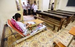 Nữ sinh Hà Nội làm bài thi trên giường bệnh được 51 điểm