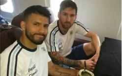 Trễ máy bay, Messi