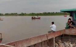4 người trong gia đình chết, mất tích trên sông Hồng