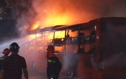 Cháy xe khách Kim Hoàng, hàng chục hành khách hoảng loạn bỏ chạy