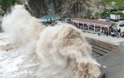Siêu bão Nepartak giật cấp 17, biển động dữ dội