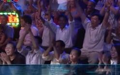 Phản ứng bất ngờ của mẹ Hồ Văn Cường khi con trai hát trên sân khấu