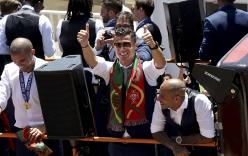 Ronaldo nhận hung tin sau chức vô địch Euro 2016