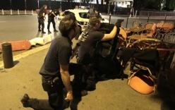 Video: Cảnh sát Pháp bất lực ngăn xe tải lao vào đám đông