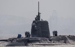Tàu ngầm hạt nhân Anh va chạm với tàu buôn
