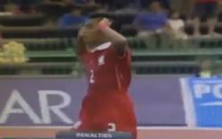 Video: Cầu thủ U16 Thái Lan ăn mừng thô tục trong trận thua Úc