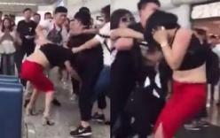 Xôn xao clip vợ túm tóc, lột áo tình nhân của chồng gây náo loạn sân bay