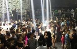 Đột kích quán bar lớn nhất Cà Mau, bắt hàng chục dân chơi đang
