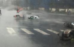 Bão số 1: Gió giật mạnh, người đi xe máy ngã la liệt ở KeangNam