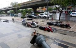 Video: Bão số 1 thổi bay người đi đường ở Hà Nội