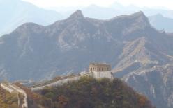 Dân Trung Quốc bóc trộm gạch ở Vạn lý Trường thành đem bán
