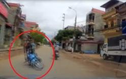 Video: Thanh niên chạy xe lạng lách, đánh võng lao đầu vào ôtô