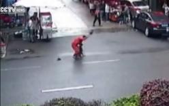 Bắn hạ chó dữ điên cuồng tấn công hơn 20 người trên phố