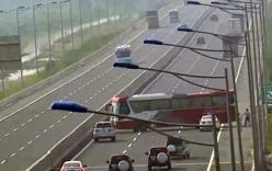 Đi ngược chiều trên cao tốc Hà Nội- Hải Phòng, tài xế bị phạt 7,5 triệu