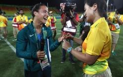 Màn cầu hôn VĐV đồng tính nữ lãng mạn ngay trên sân đấu Olympic Rio