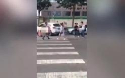 Phát hiện chồng ngoại tình, vợ cầm dao truy sát chồng trên phố