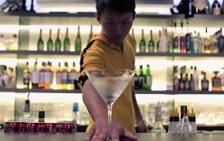 Bartender trổ tài pha rượu theo phong cách Lý Tiểu Long