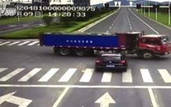 Vượt đèn đỏ, xe SUV đâm thẳng vào gầm xe tải