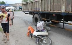 Xe tải rẽ đột ngột kéo lê xe máy, một phụ nữ tử vong