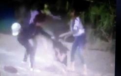 Xuất hiện clip nữ sinh bị lột đồ, đánh hội đồng giữa đường
