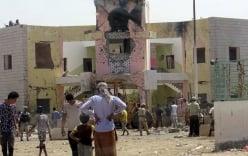 IS đánh bom doanh trại quân đội, ít nhất 60 người thiệt mạng