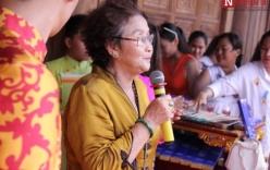 Mẹ ruột Hoài Linh trổ tài ca hát trong ngày khánh thành nhà thờ trăm tỷ