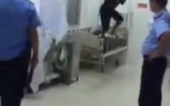 Thanh niên nghi ngáo đá quậy tung bệnh viện trong đêm Trung thu