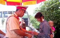 Thiếu phụ địu con cầu cứu CSGT sau khi bỏ trốn khỏi chồng hờ Trung Quốc
