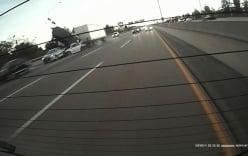 Thót tim cảnh xe container đâm 1 lúc 6 ô tô con