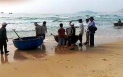 Hai nam sinh tắm biển chết đuối thương tâm ở Bình Thuận