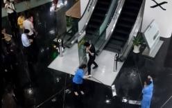 Video: Mưa lớn, nước chảy xối xả trong tòa nhà Bitexco