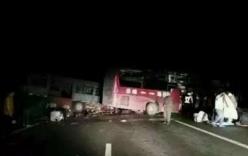 Trung Quốc: Tai nạn thảm khốc, xe bus đâm xe tải